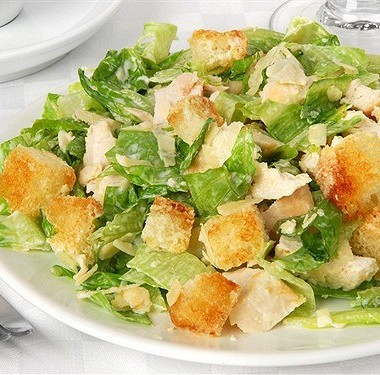 Какой сыр нужен для салата «Цезарь»