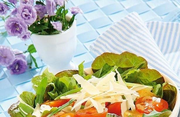 Ресторанный салат наскорую руку: хозяйке назаметку