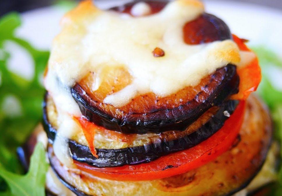 Вкусное блюдо из баклажанов: простой рецепт с моцареллой и помидорами