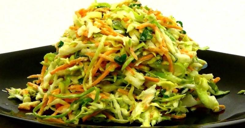 Лучшее дополнение к шашлыку и рыбе: традиционный американский салат «Коул слоу»