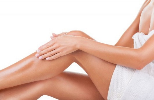 10 хитростей для тех, кто бреет ноги: как сделать их гладкими надолго