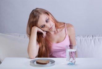 Как распознать, что близкий человек морит себя голодом или тайно объедается