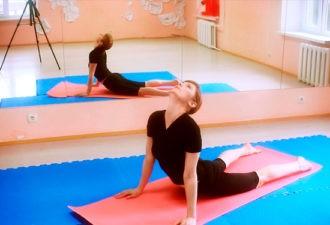 Эти упражнения укрепляют спину, снимают мышечное напряжение, дают ощущение бодрости и прилива жизненных сил.