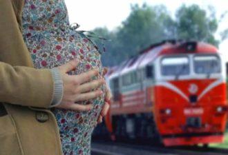 Я на вокзале уже третьи сутки, мне идти некуда…