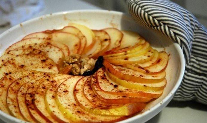 Запеченные яблоки с корицей: полезное лакомство за 10 минут!