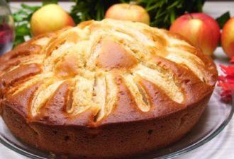Сочный пирог на кефире всего за 10 минут + время на выпечку