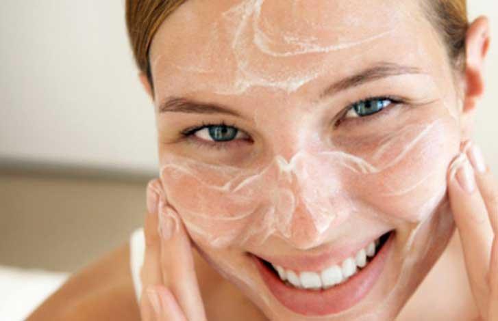 Вот как нужно умываться, чтобы избавиться от обвисшей кожи лица и морщин!