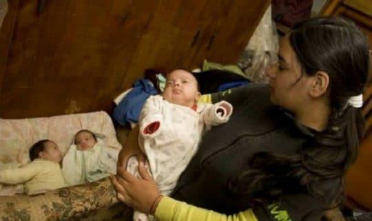 Родители отказались от дочери, которая к 17-ти годам родила 7-х детей
