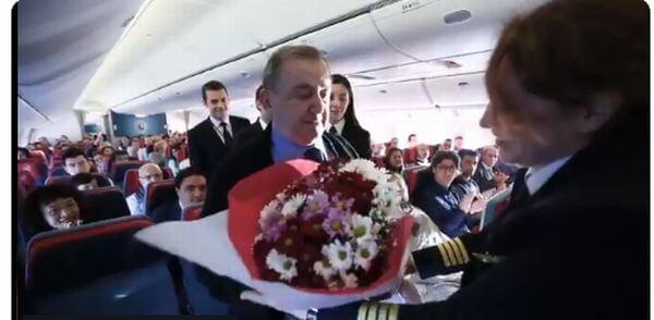 В Турции пилот до слез растрогал своего учителя, который оказался на борту самолета
