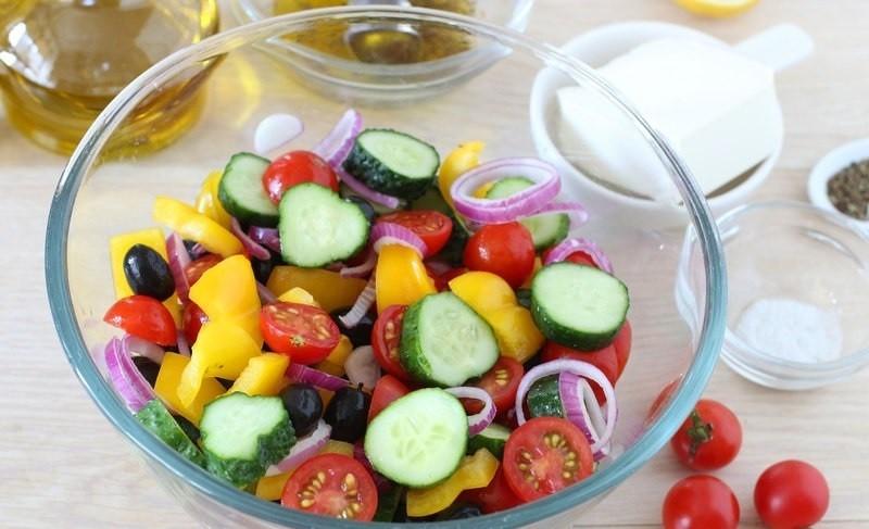 Греческий салат - блюдо, которое не выходит из моды.
