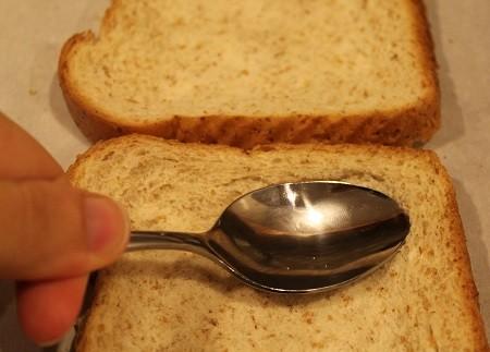 Запеченное яйцо с сыром в тосте