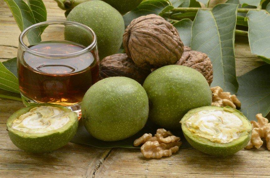 Бальзам из зеленых грецких орехов - средство, которое лечит тяжелые заболевания.