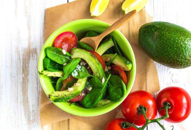 Изысканные салаты из авокадо: 20 рецептов для настоящих гурманов