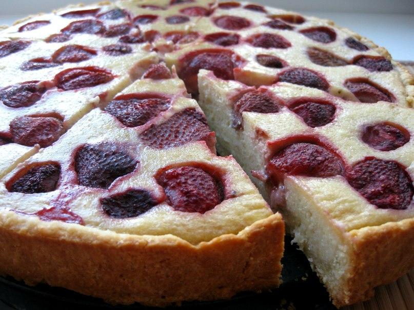 Клубничный пирог. Пышный, ароматный и очень простой!