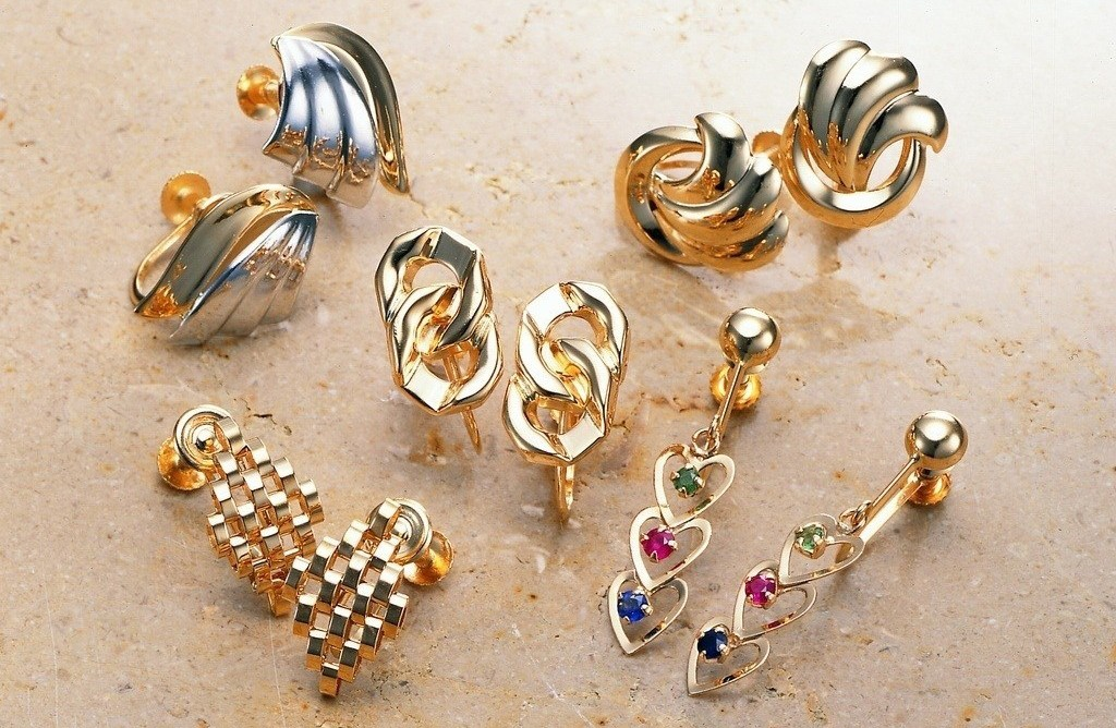 Простые способы очистки украшений из золота и серебра