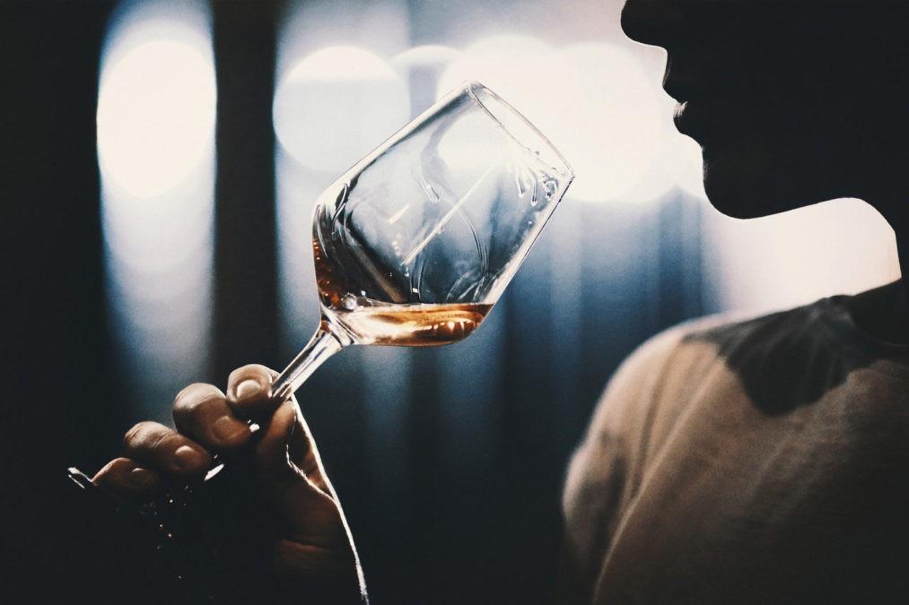 Забыть обиды и старую боль Вам поможет алкоголь.