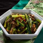 Очень сытный и мало-калорийный салат из огурцов и говядины по-корейски