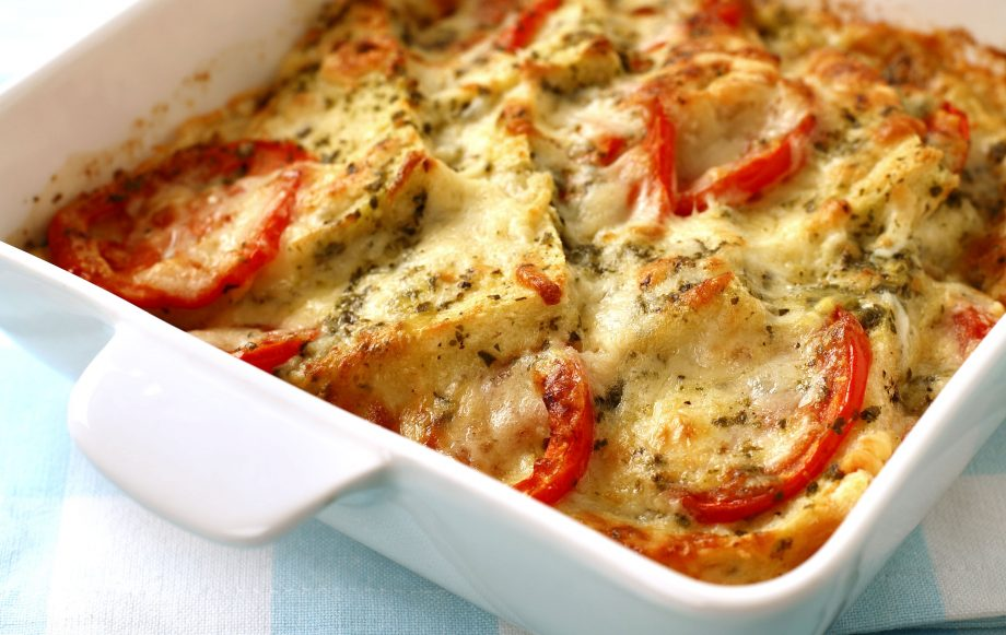 Рыба запеченная под помидором и сыром.