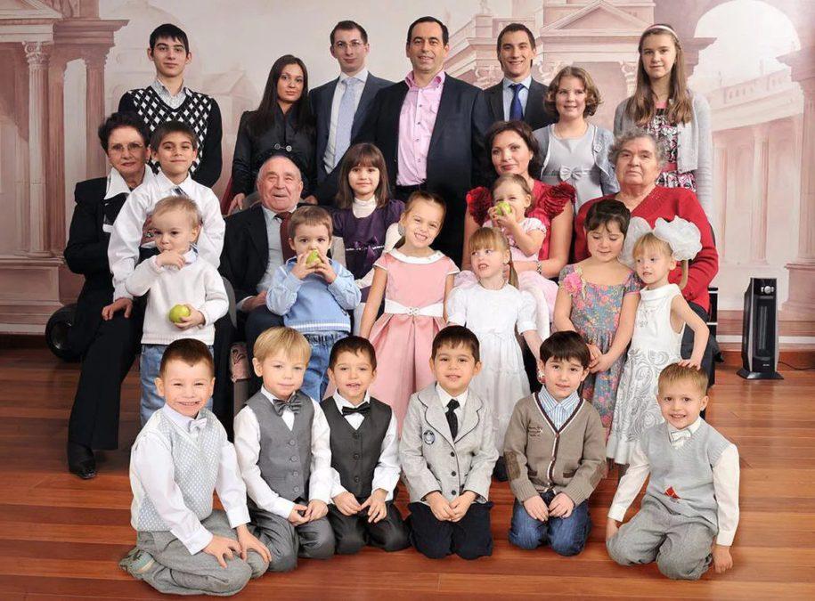 Самый известный многодетный миллиардер не оставит своим детям наследство.