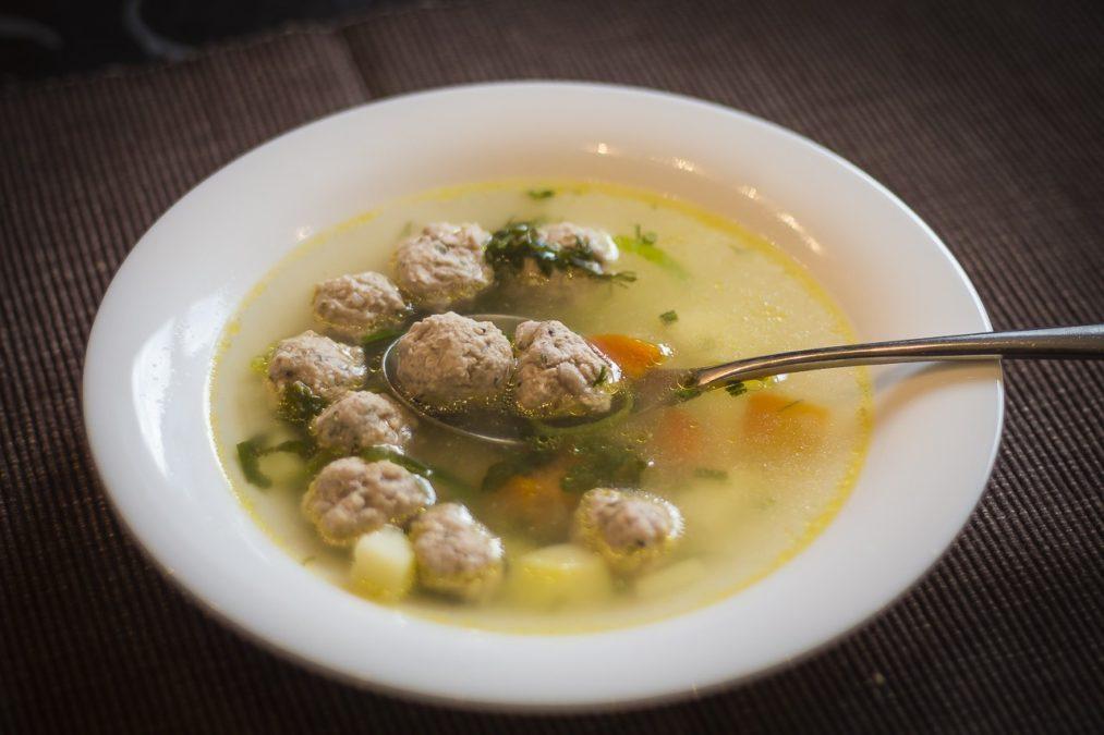 Суп с фрикадельками. Дети его просто обожают.