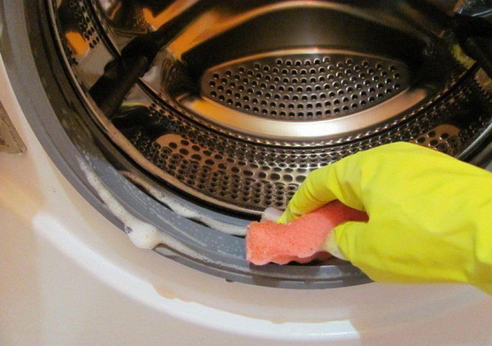 Очистить стиральную машину и продлить ее жизнь помогут простые советы.