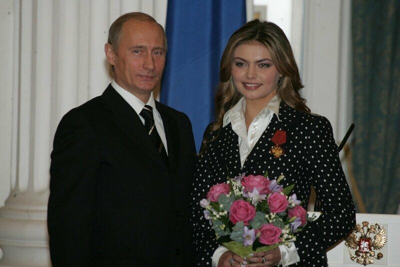 Подозрительно похожи! В сети появились фото сына Алины Кабаевой.