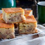 Быстрый, вкусный и невероятно ароматный мясной пирог.