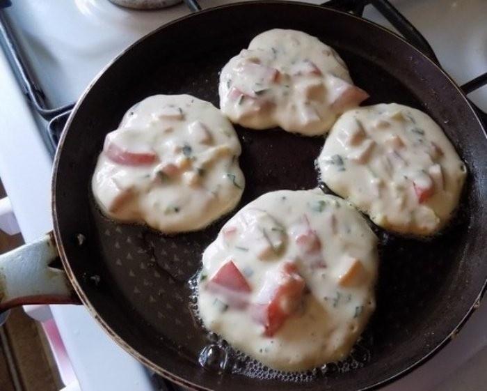 Оладушки на завтрак. Мой муж их просто обожает.